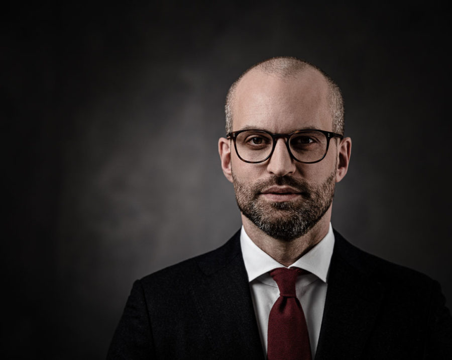 Business and portrait photography - corporate photographer with photo studio by Klaus Peterlin